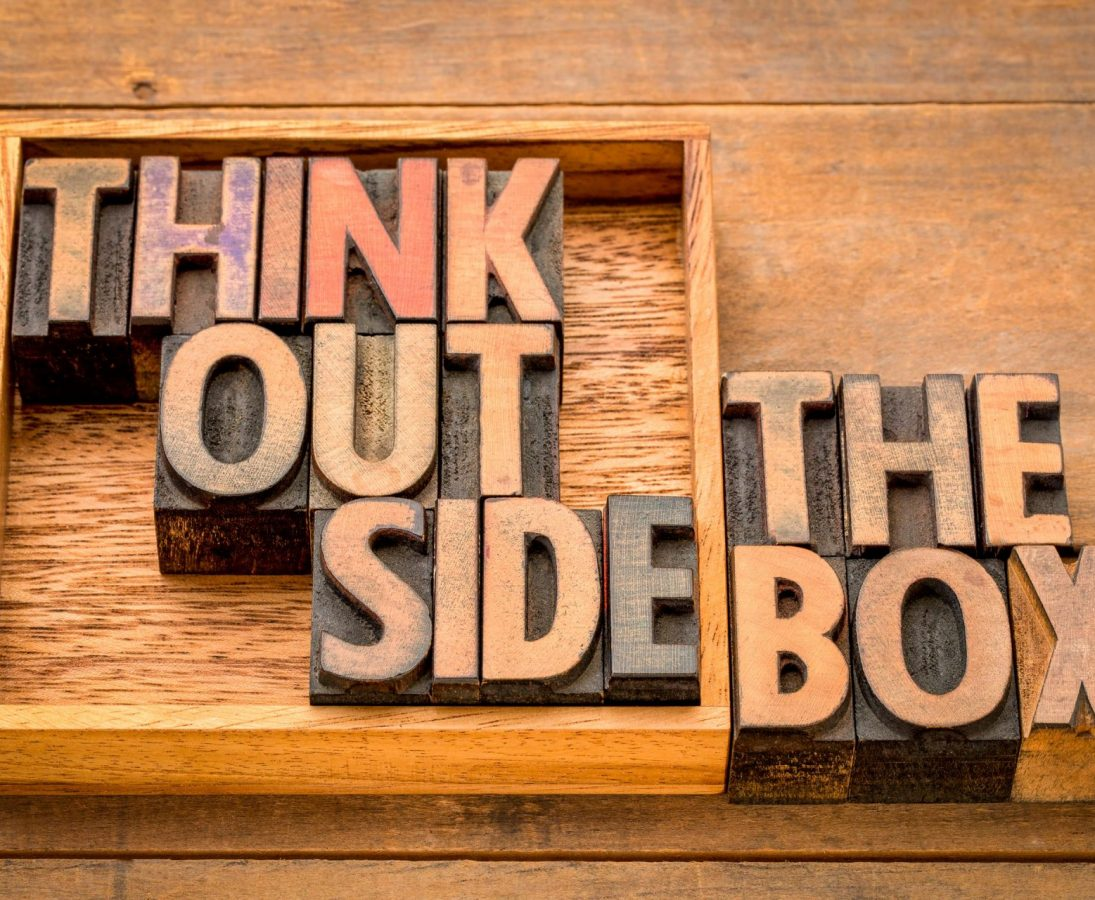 Think outside the box als Holzbuchstaben.